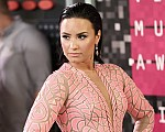 Demi Lovato pink dress VMAs