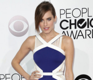 Allison Williams in David Koma & Christian Louboutin - People's Choice Awards