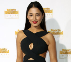 Jessica Gomes in Dion Lee
