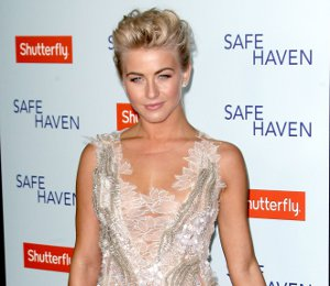 Julianne Hough in Alberta Ferretti - 'Safe Haven' LA Premiere