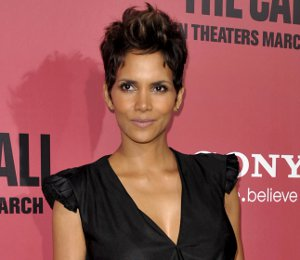 Shop Halle Berry Helmut Lang leather skirt - 'The Call' LA Premiere