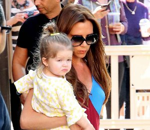 Victoria Beckham in Jonathan Saunders & Victoria Beckham tote at The Grove