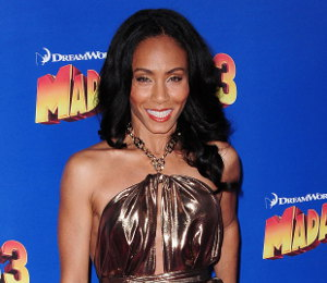 Jada Pinkett Smith gleaming in gold Salvatore Ferragamo @ 'Madagsacar 3' Premiere