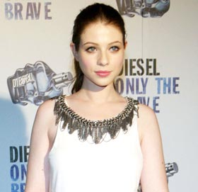 Michelle Trachtenberg: Buy her terrific Alice & Olivia Chain Necklace top online with Free Shipping