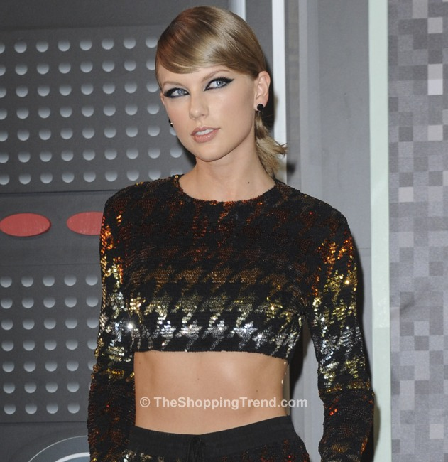 taylor-swift-sequin-crop-top-vmas-0