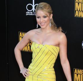 Shakira yellow dress