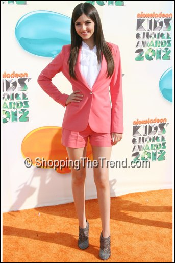 victoria justice kids choice awards pink shorts suit