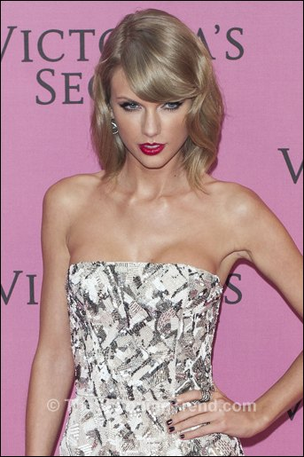 Taylor Swift Dress Amp Sexy Lingerie At Victoria S Secret